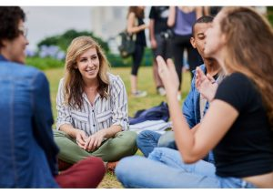 Coração de pedra: conversar sobre emoções ajuda a jovens a serem mais empáticos